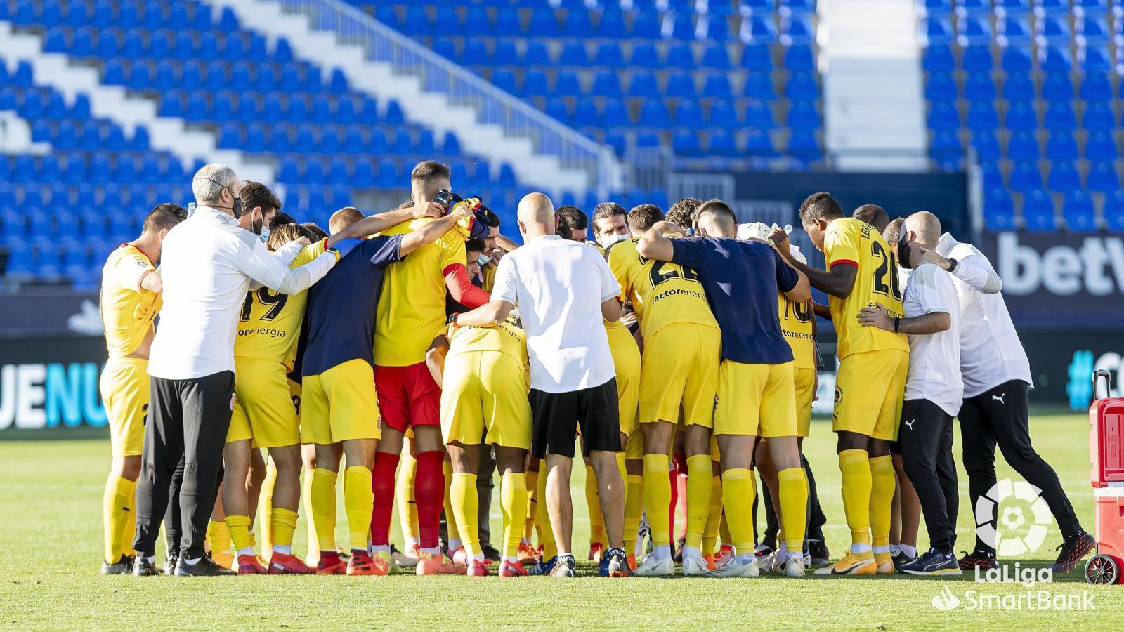Els jugadors del Girona, celebrant una victòria