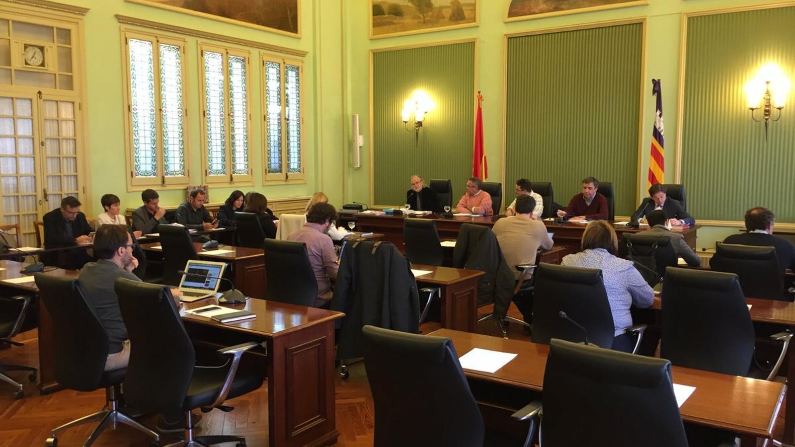 Un moment de la compareixença d'Andreu Manresa a la Comissió de control d'IB3.