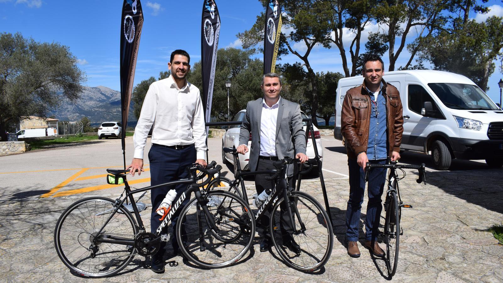 L'acord entre Ajuntament i Mallorca Cycling s'ha signat al puig de Santa Magdalena.