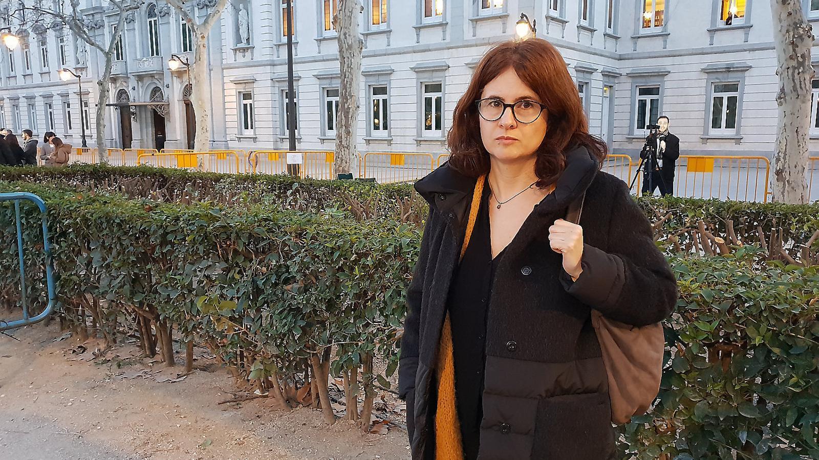 Susanna Barreda ahir a les portes del Suprem després de la declaració de Jordi Sànchez.