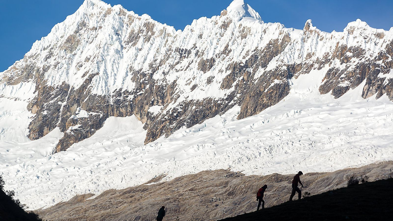 Tres alpinistes catalans i el seu guia moren en un accident al Perú