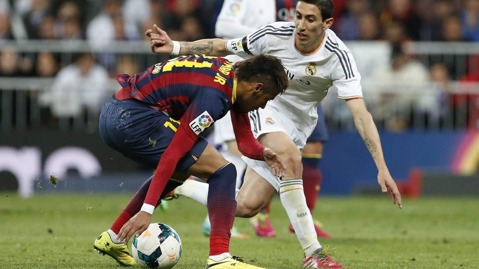 Di Maria, quan jugava al Madrid, defensant el blaugrana Neymar.