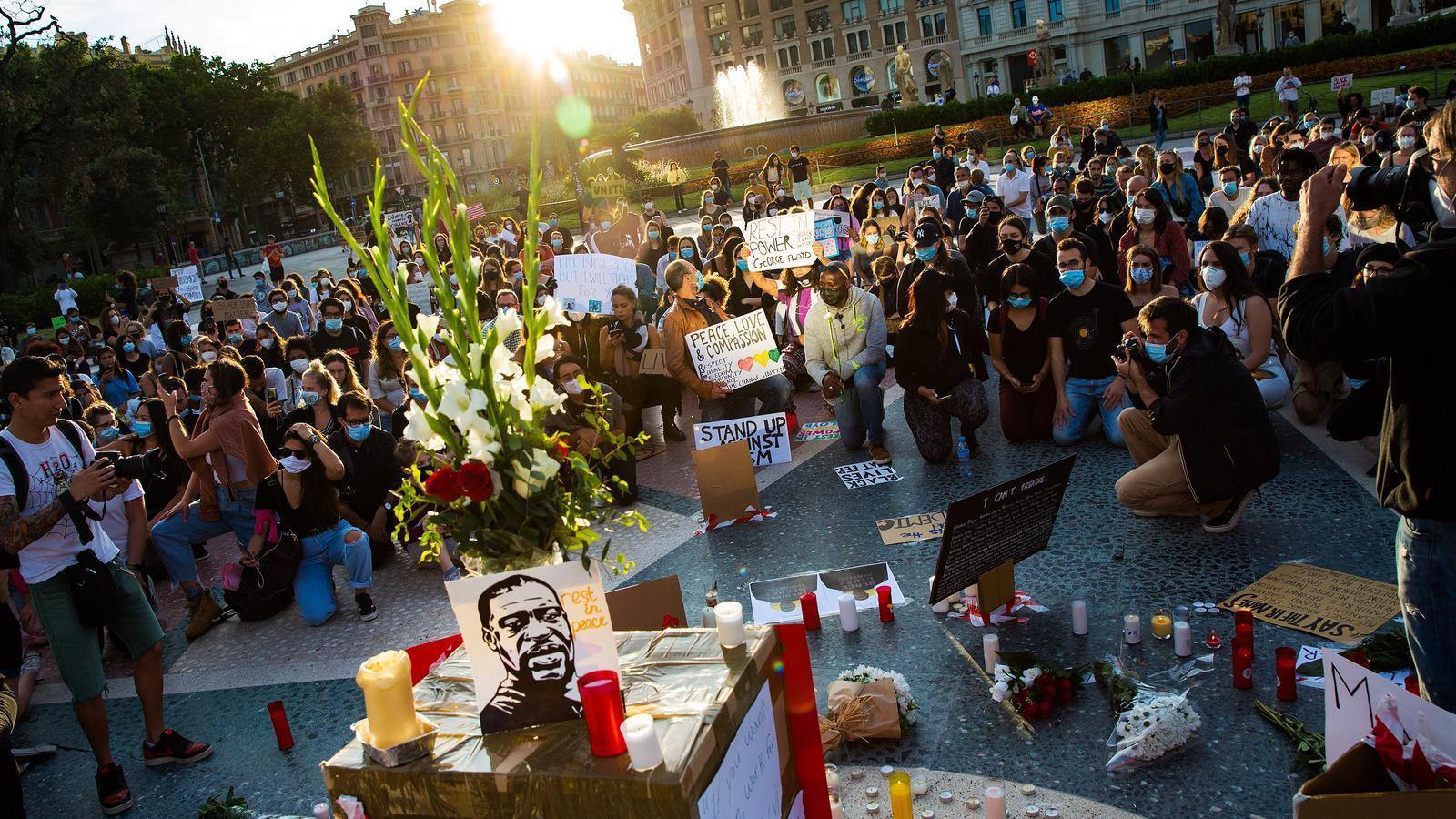 Concentració a plaça de Catalunya, a Barcelona, en record de George Floyd i contra el racisme