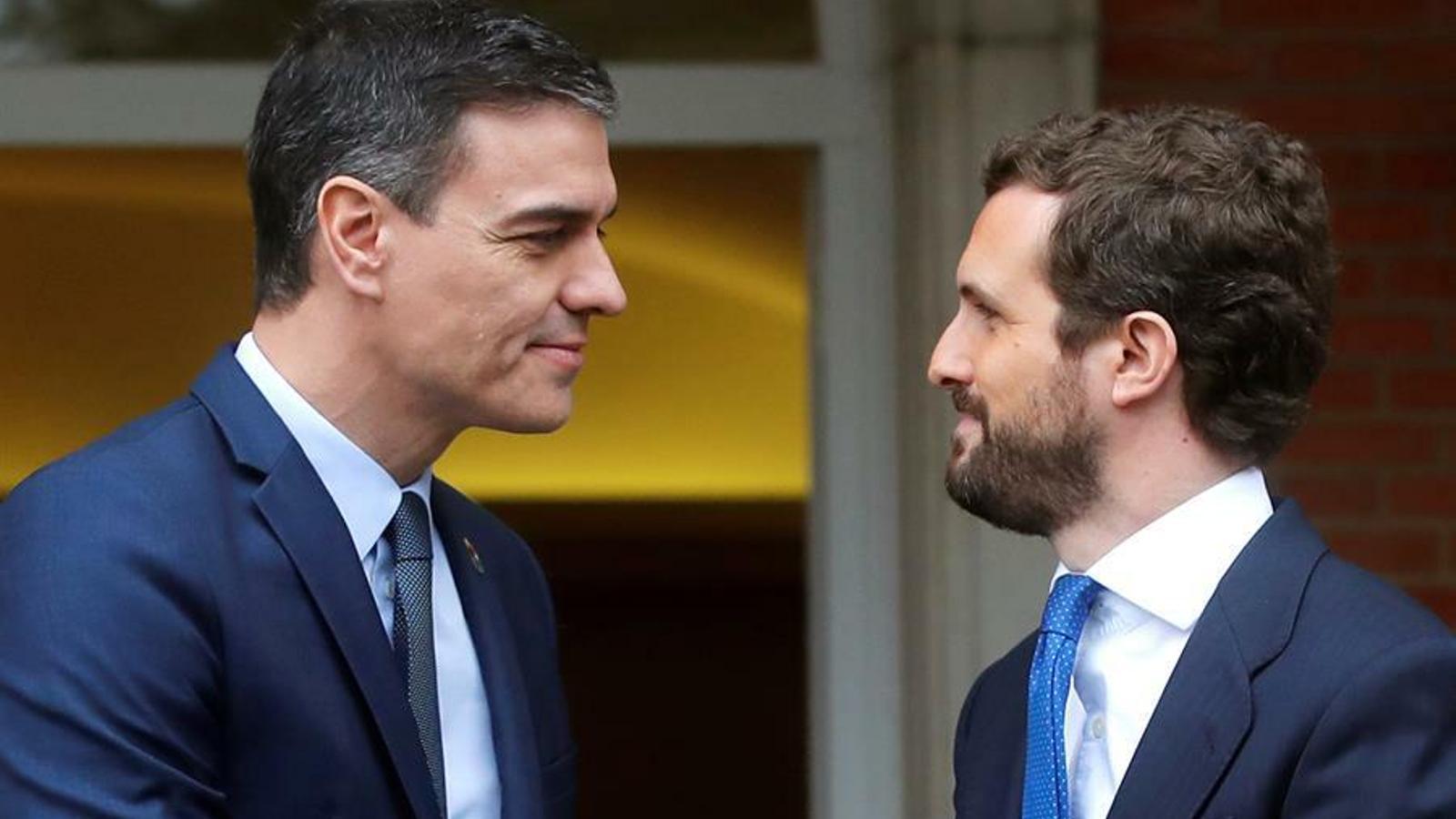 El president del govern espanyol, Pedro Sánchez, rep el líder del PP, Pablo Casado, a la Moncloa en la primera reunió des de la investidura i de la formació del govern de coalició.
