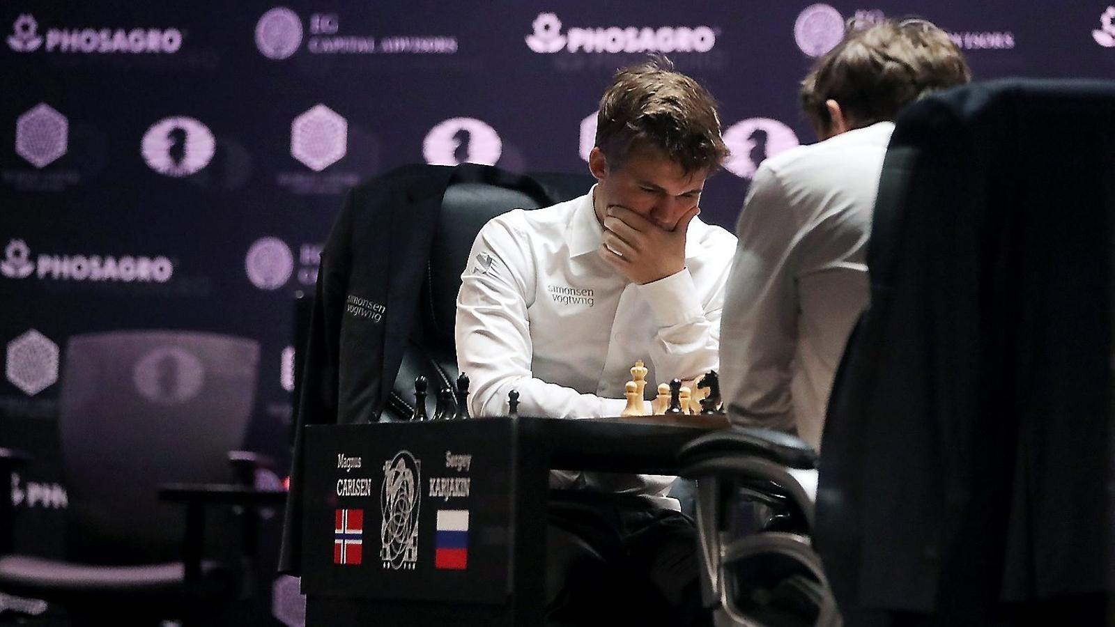El noruec Magnus Carlsen durant la final contra Kariakin.