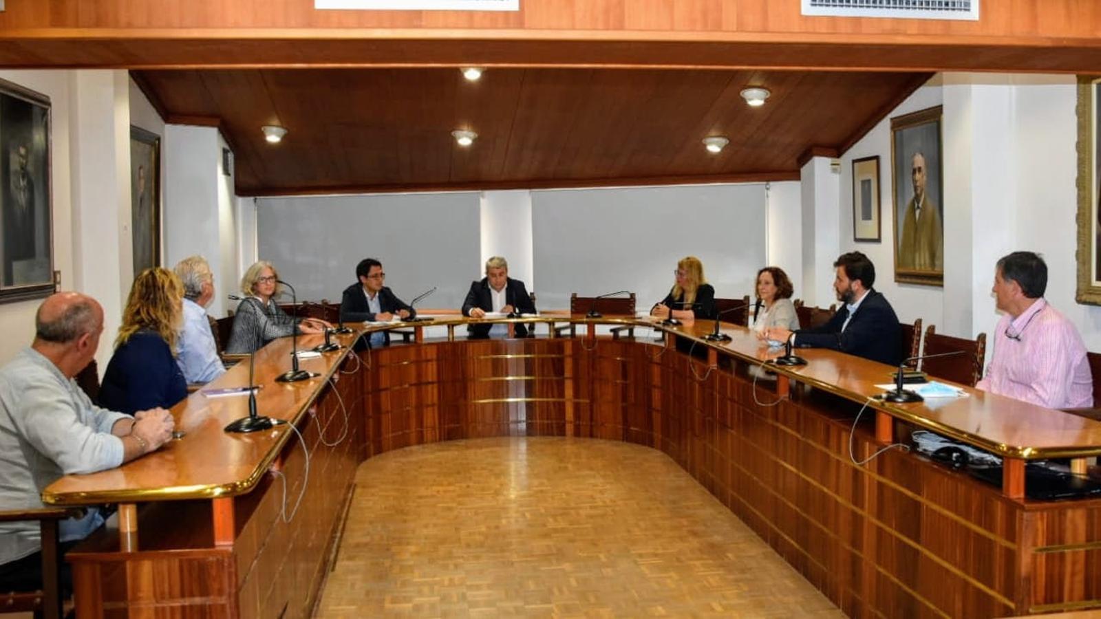 Imatge de la reunió del batle d'Inca amb el conseller de Model Econòmic, regidors i empresaris.
