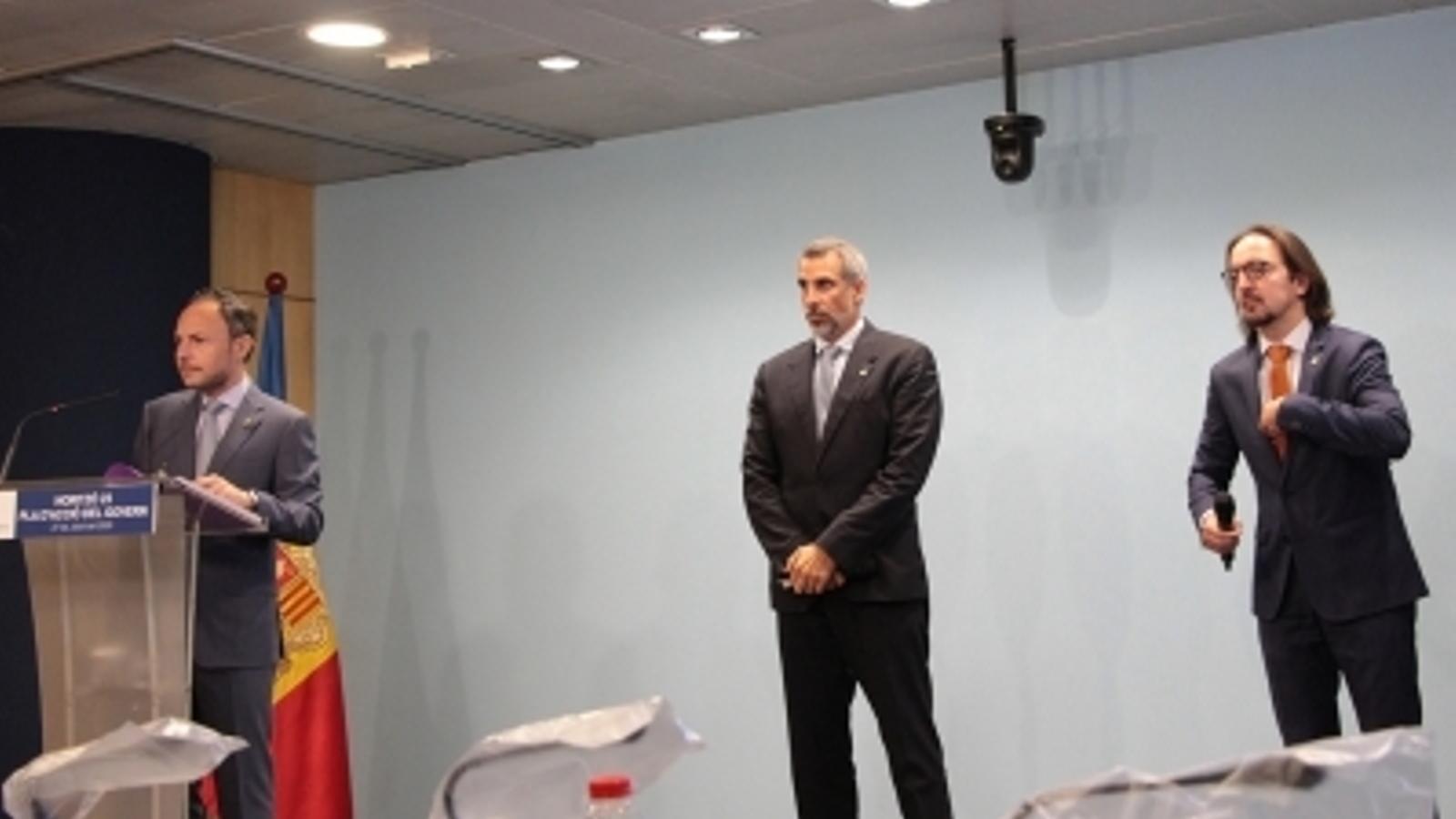 El cap de Govern, Xaver Espot, durant la roda de premsa en què ha presentat el full de ruta per a la legislatura, acompanyat dels secretaris d'Estat de Telecomunicacions i Infraestuctures, Cèsar Marquina, i d'Afers Europeus, Landry Riba