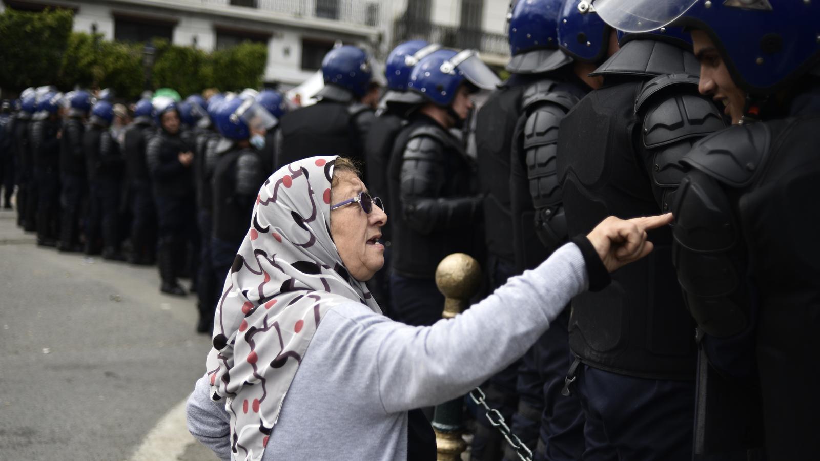 Manifestació a Algèria el 10 d'abril.