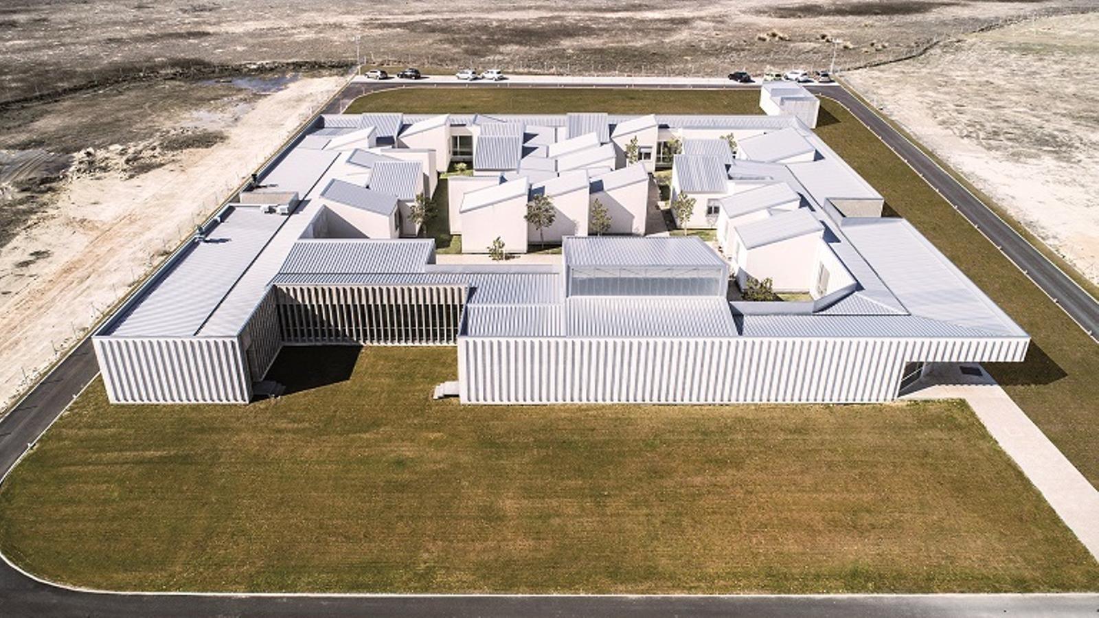 Residència a Aldeamayor de San martín (Valladolid), premiada en la XIV BIEAU, finalista dels premis FAD 2018 i seleccionada per a la pròxima Biennal de Venècia d'arquitectura