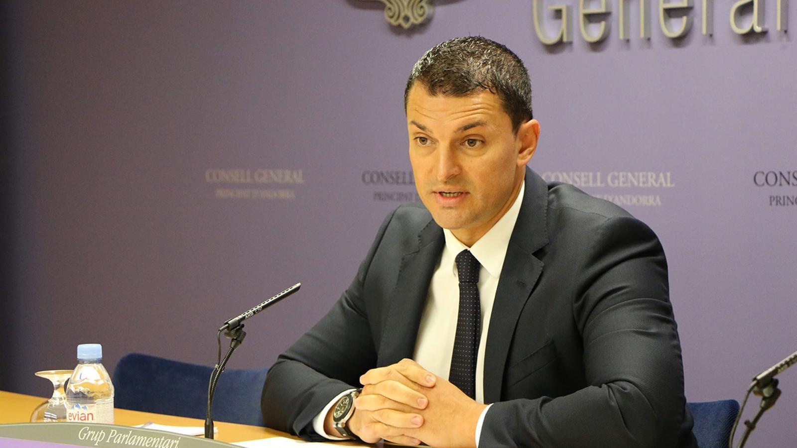 El màxim responsable del Grup Parlamentari Liberal, Jordi Gallardo durant la roda de premsa d'aquest dilluns. / LIBERALS D'ANDORRA