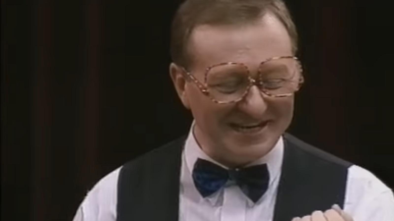 Dennis Taylor en una competició 'd'snooker'