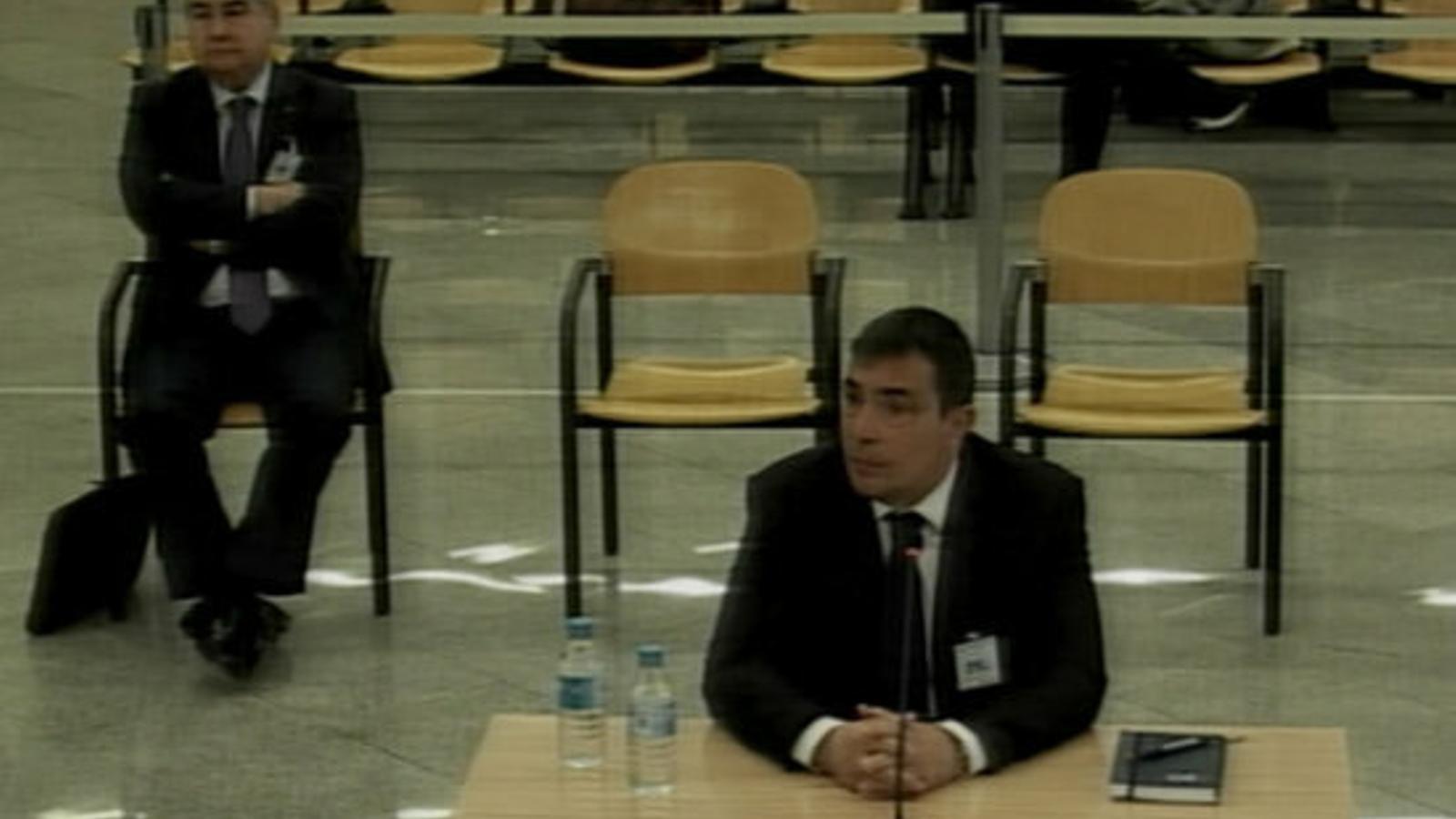 """L'exdirector dels Mossos nega que ni ell ni Forn ordenessin al cos """"defensar el referèndum"""""""