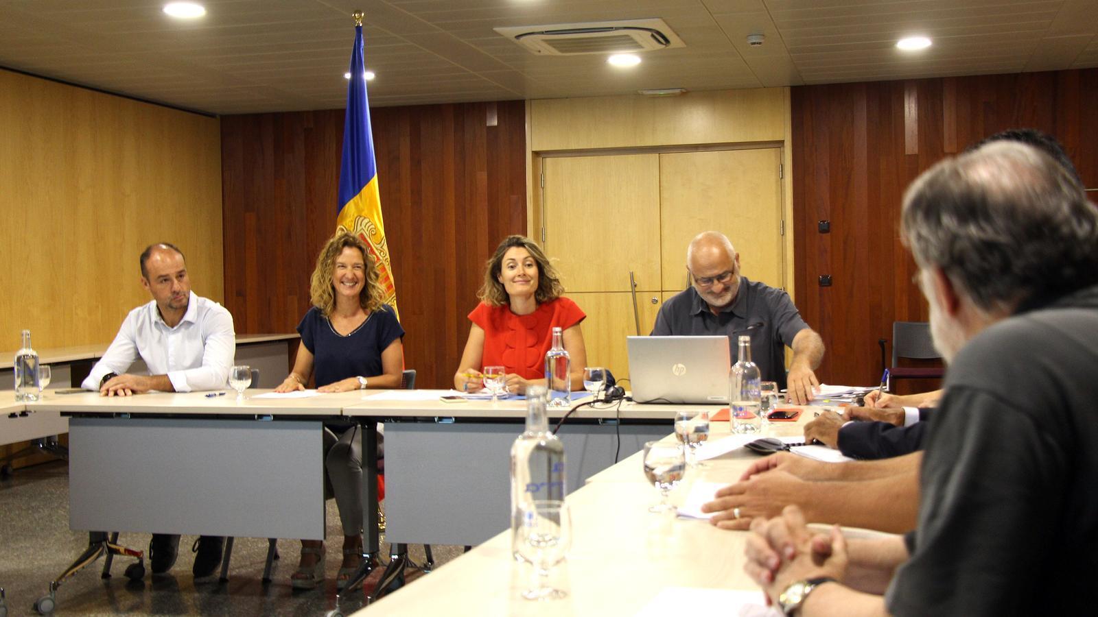 Un moment de la reunió de la Comissió de seguiment de la caça, celebrada aquest dilluns al migdia. / C. G. (ANA)