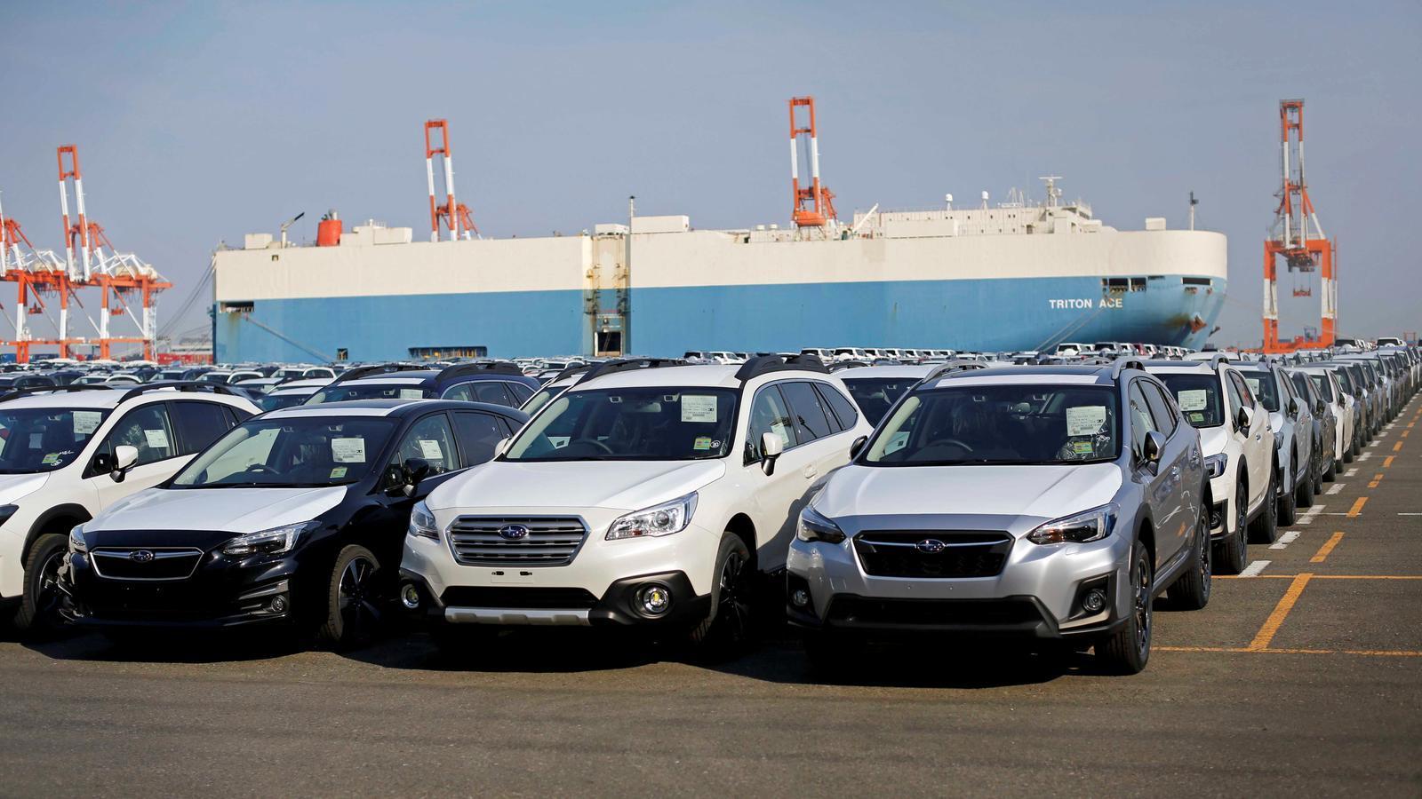 Cotxes de la marca Subaru abans de ser carregats a un vaixell al port japonès de Yokohama, en una imatge d'arxiu.