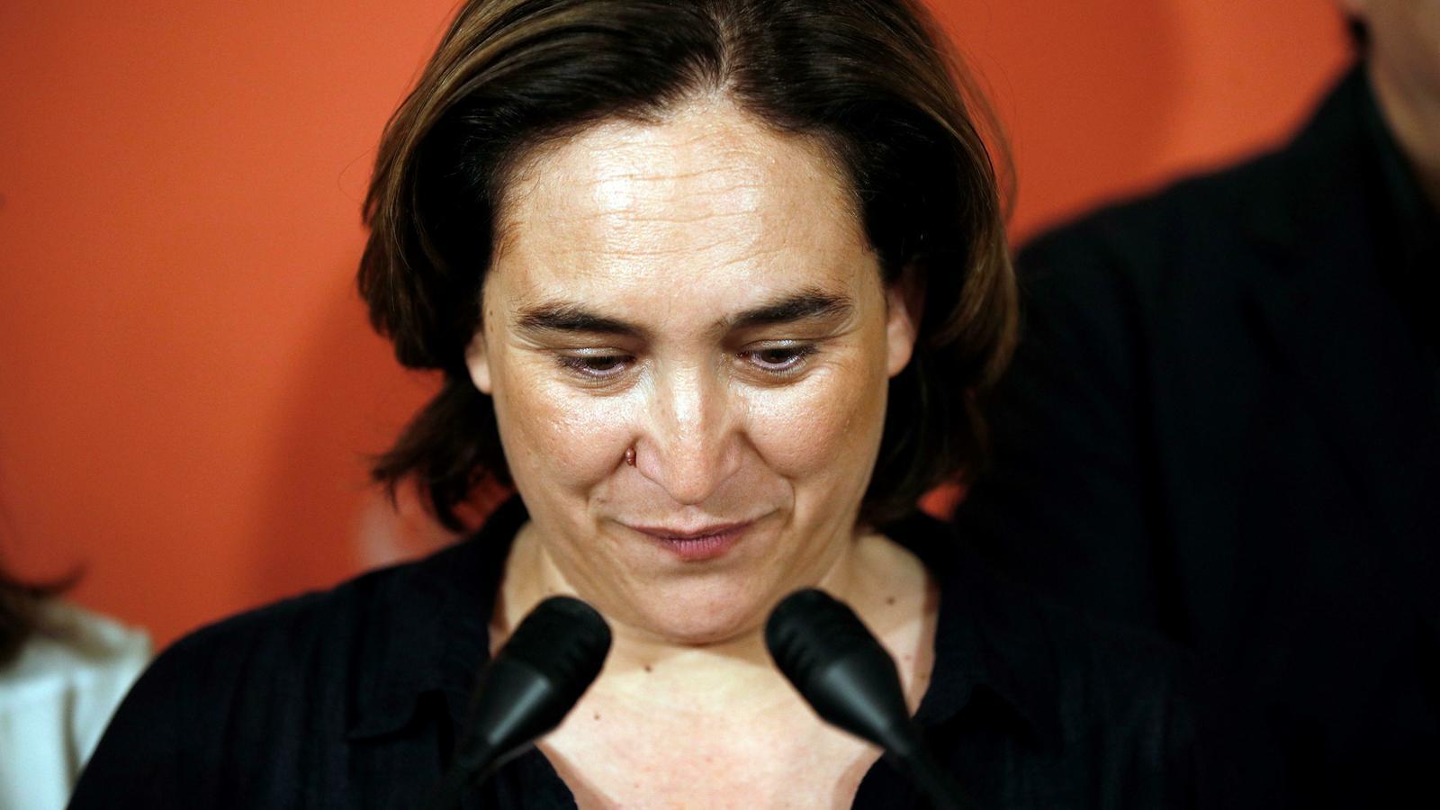 Colau obre una consulta a les bases  defensant la via PSC-Valls