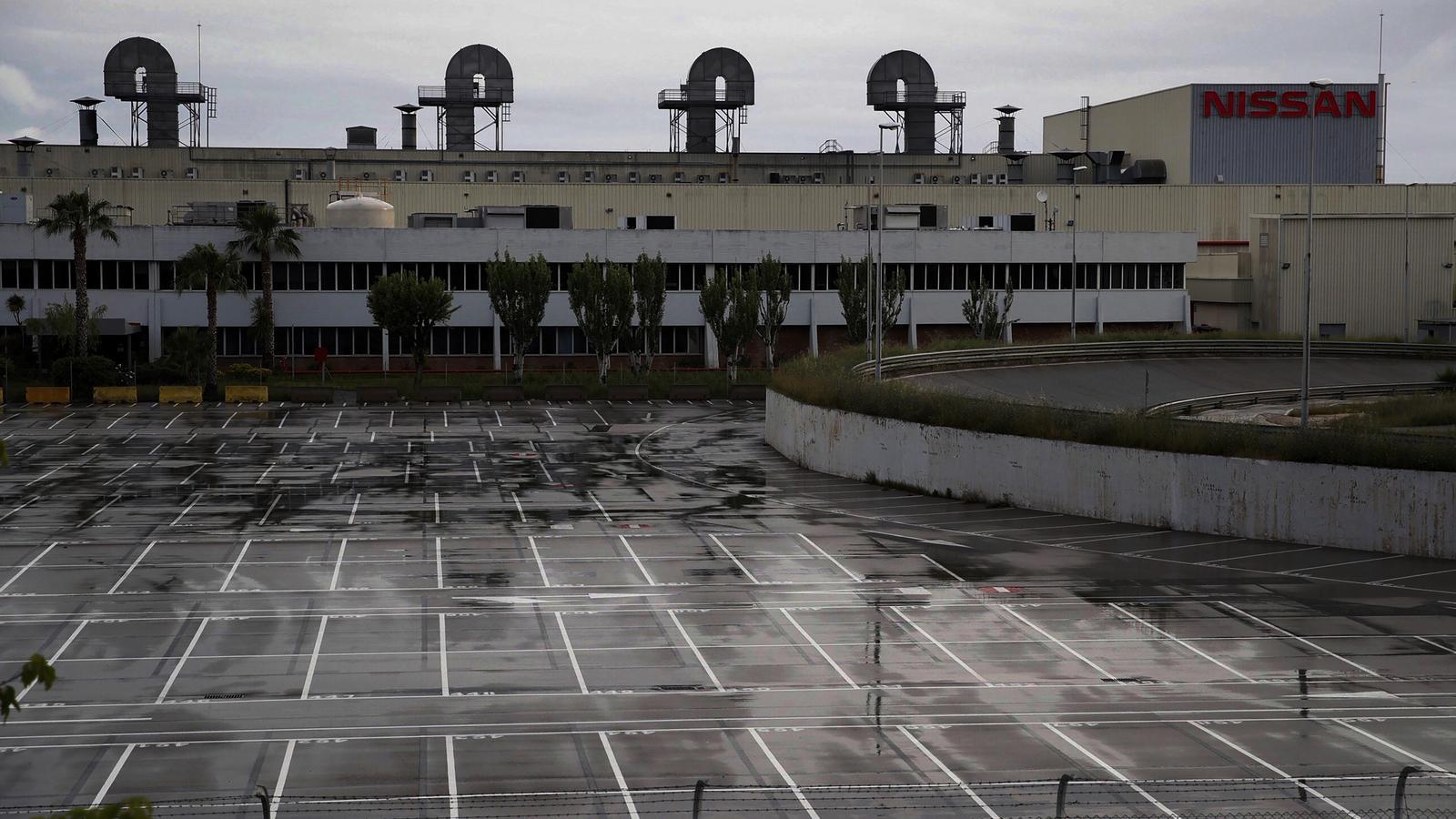 La planta de Nissan de la Zona Franca de Barcelona és la més gran de les tres fàbriques que té la companyia a Catalunya i hi treballen 2.100 empleats