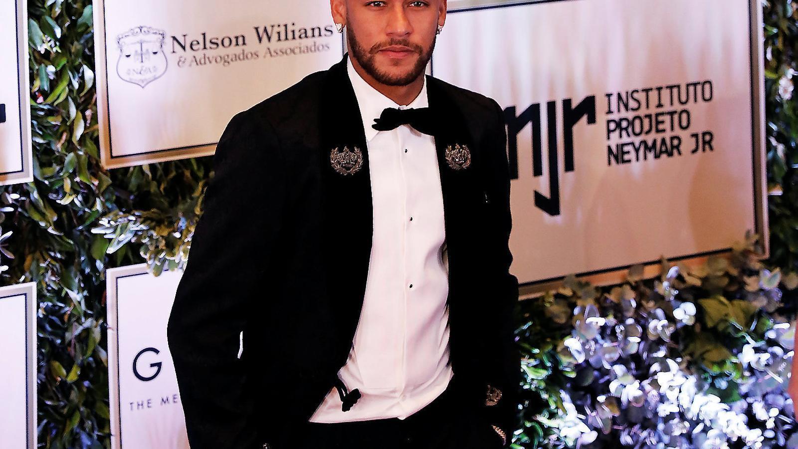 Neymar va anunciar que es quedava al PSG durant un acte amb la seva fundació.