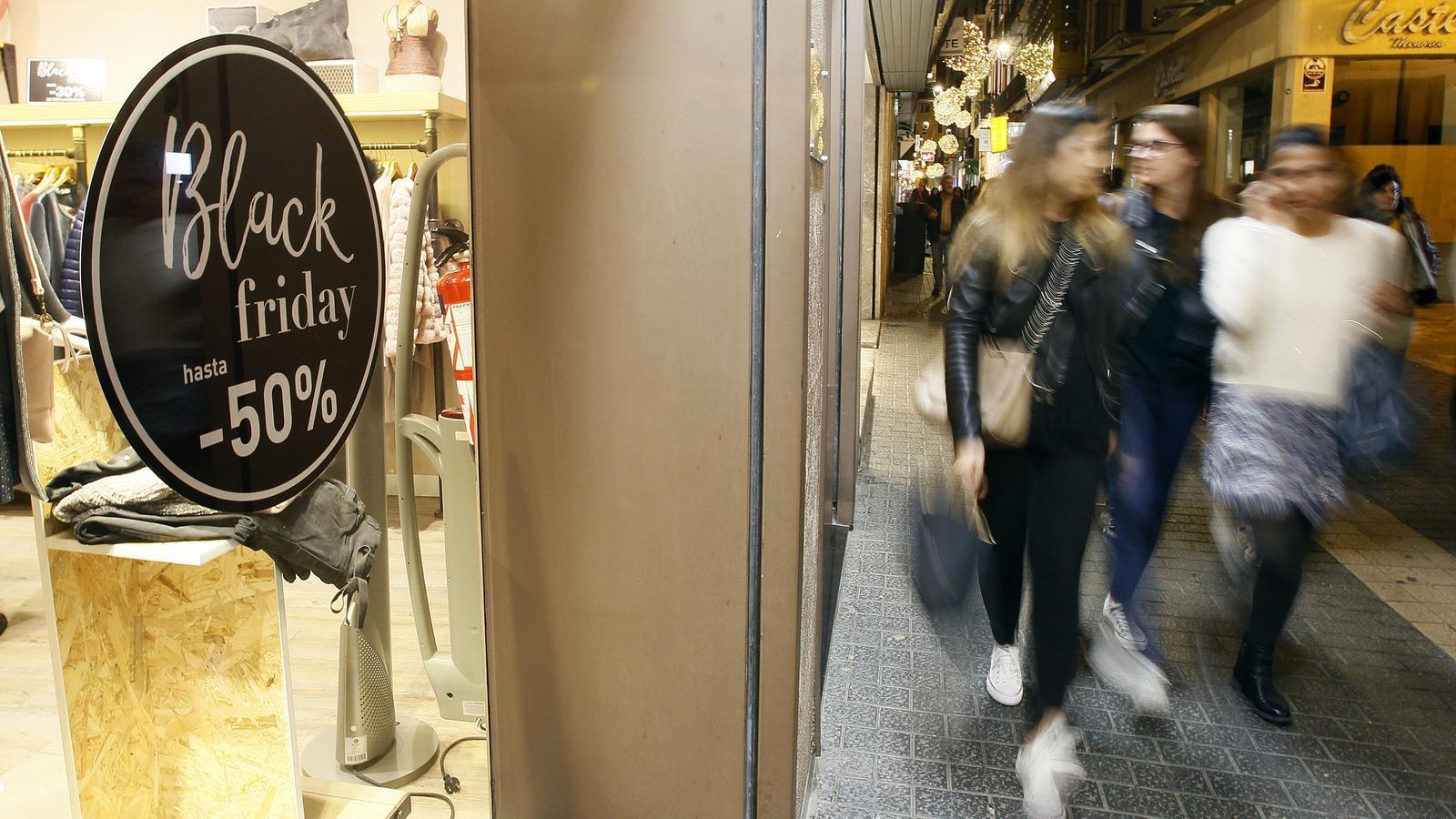 El comerç s'encomana al 'Black Friday' i a Nadal per remuntar l'any
