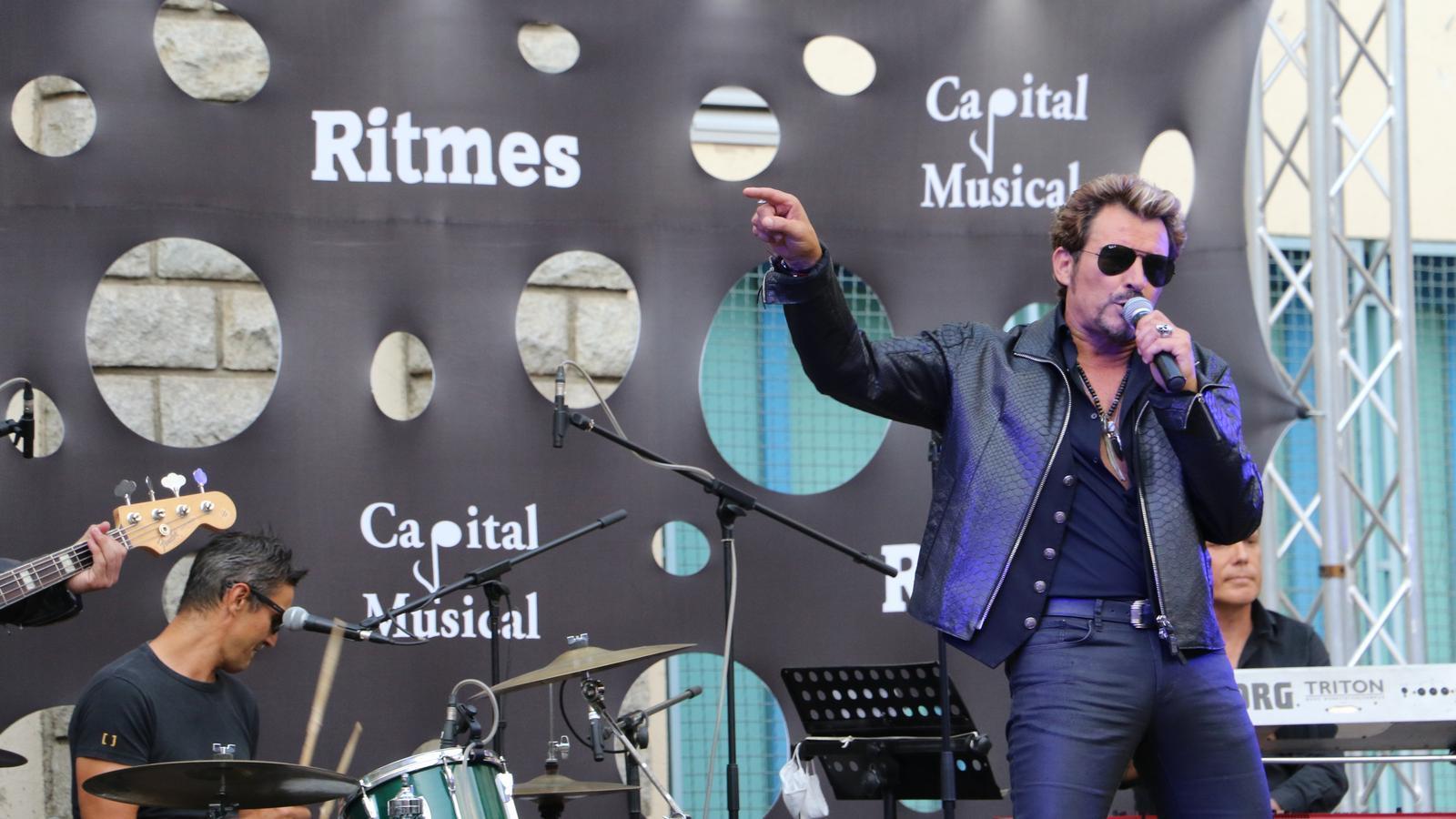 Johnny Vegas, artista conegut per la seva perfecte imitació al mític cantant francès, Johny Hallyday. / E.C. (ANA)