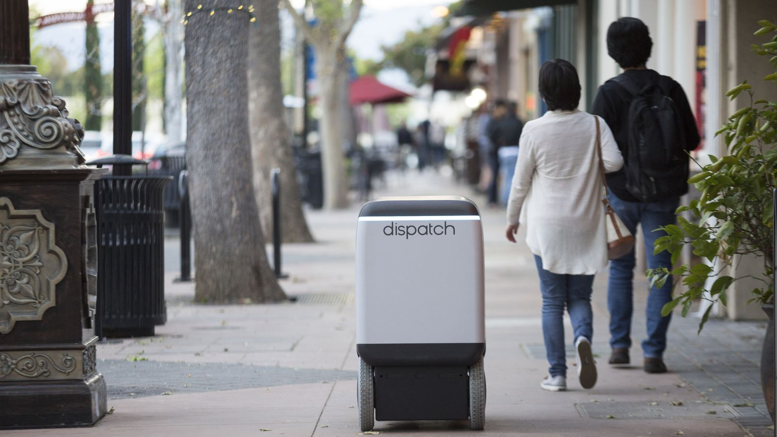 Arriba el robot repartidor que circula per la vorera