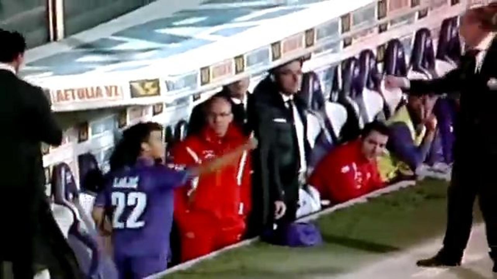 L'entrenador de la Fiorentina agredeix un jugador del seu equip que li recriminava la seva substitució