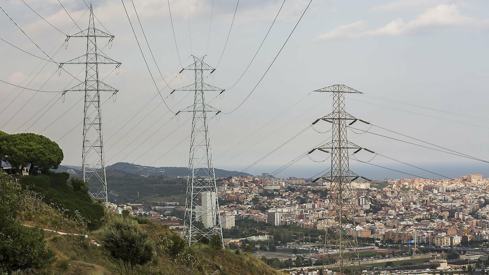 Torres de transport d'electricitat als voltants de Barcelona.