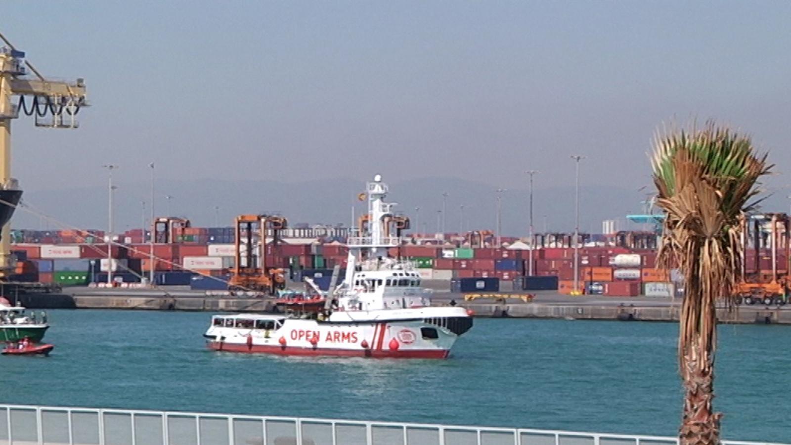 L''Open Arms' arriba a Barcelona amb 60 nàufrags del Mediterrani