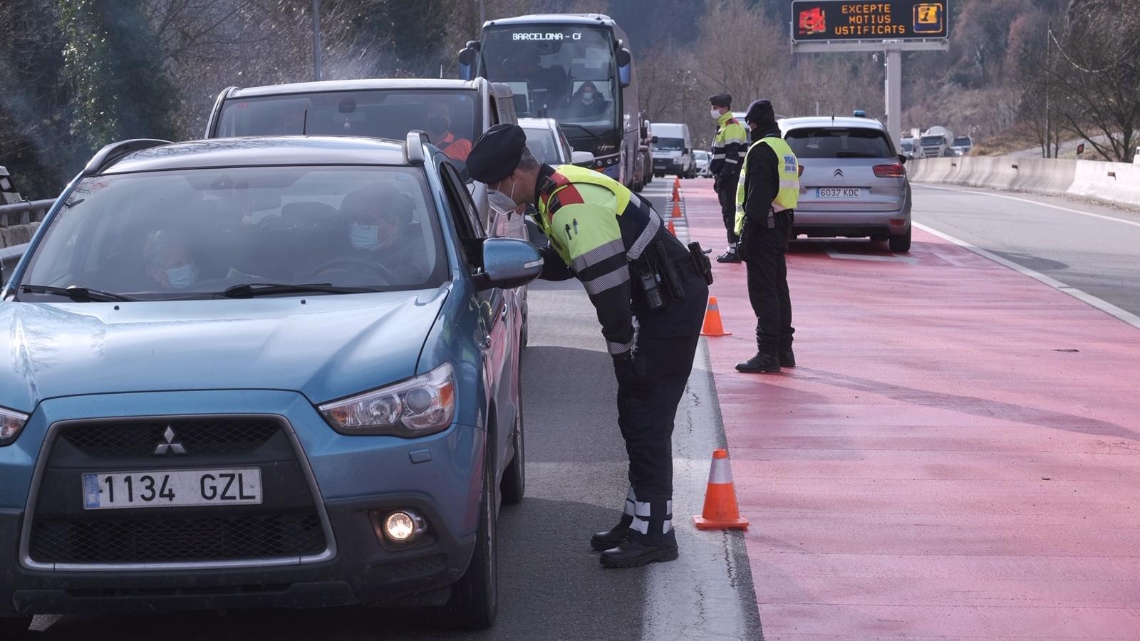 Control policial d'aquest matí a l'entrada de Ripoll