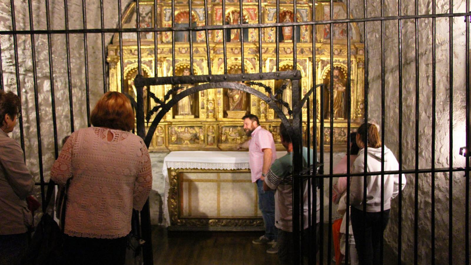 Visita guiada a l'església de Santa Eulàlia./ T. N. (ANA)