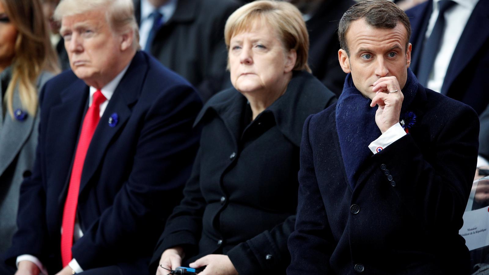 Els líders mundials Donald Trump, Angela Merkel i Emmanuel Macron a París.