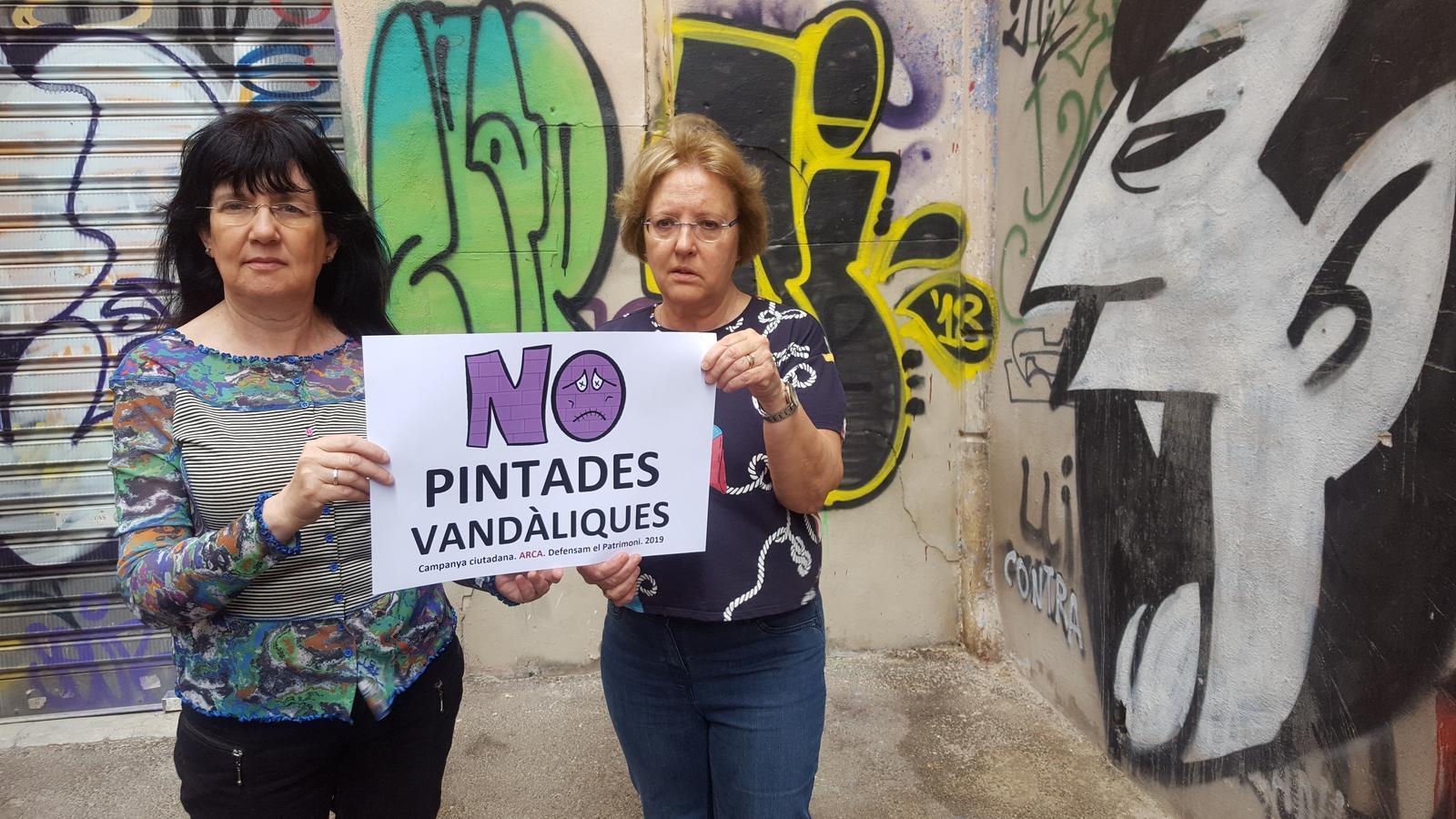 Àngels Fermoselle i Rosa Planas presenten la campanya d'ARCA contra les pintades vandàliques