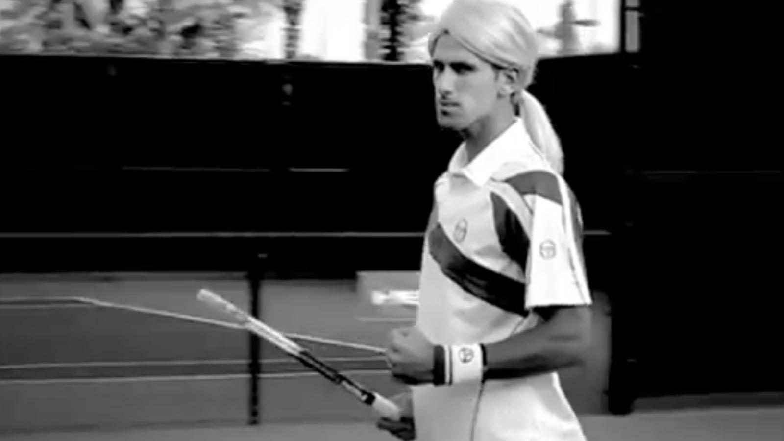 Djokovic imita Xarapova en un anunci de raquetes