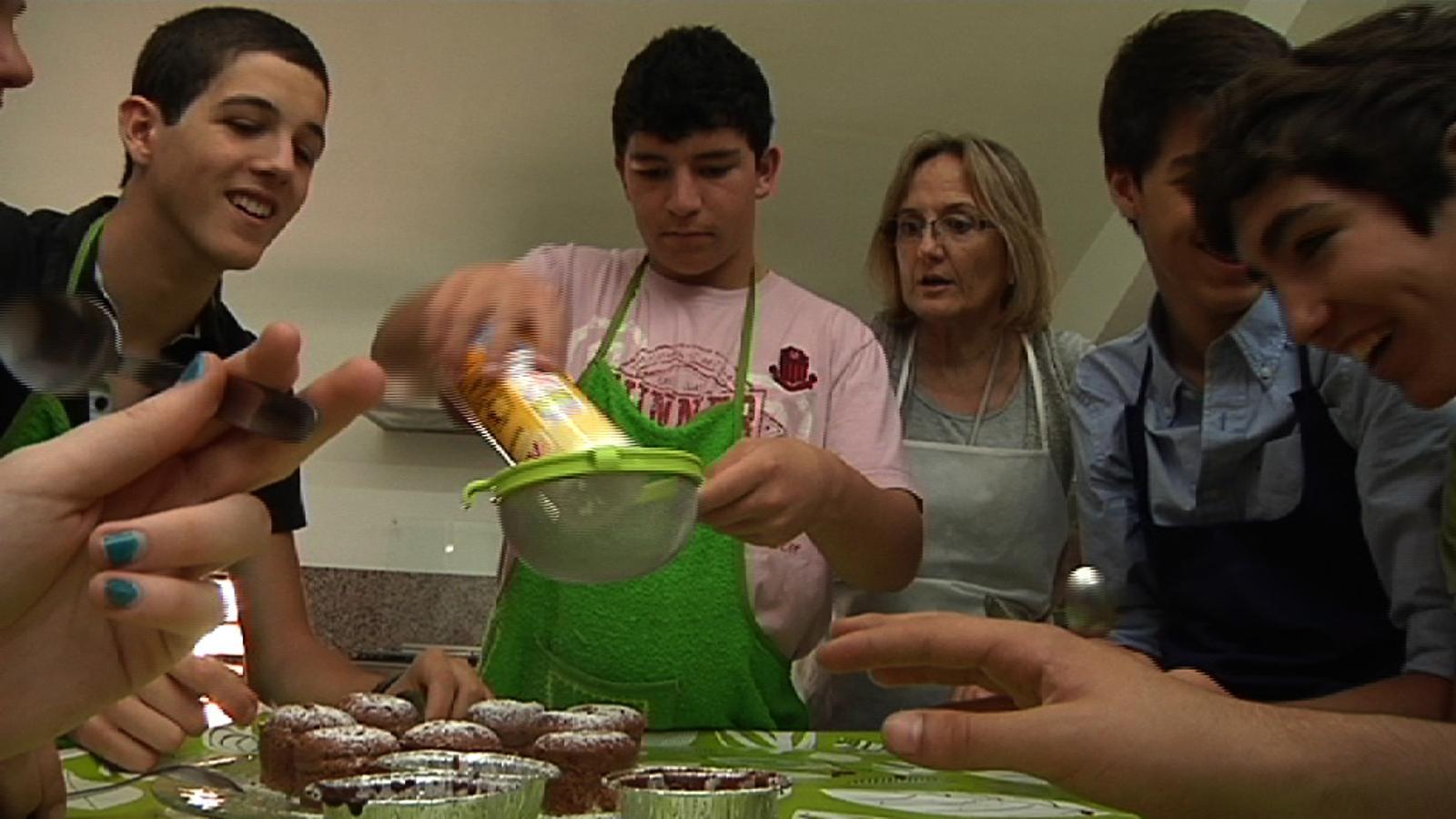 ARA Mestres: Els alumnes d'ESO fan coulants de xocolata!