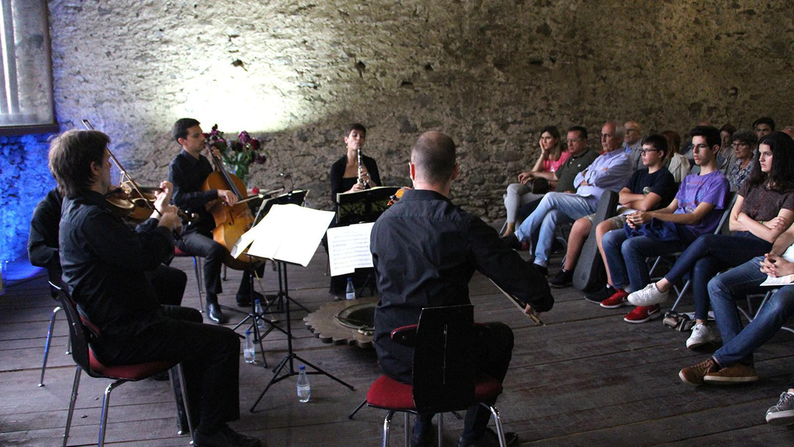 Un moment de l'actuació del grup Kintet a l'Era Gran de Casa Rossell. / M. F. (ANA)