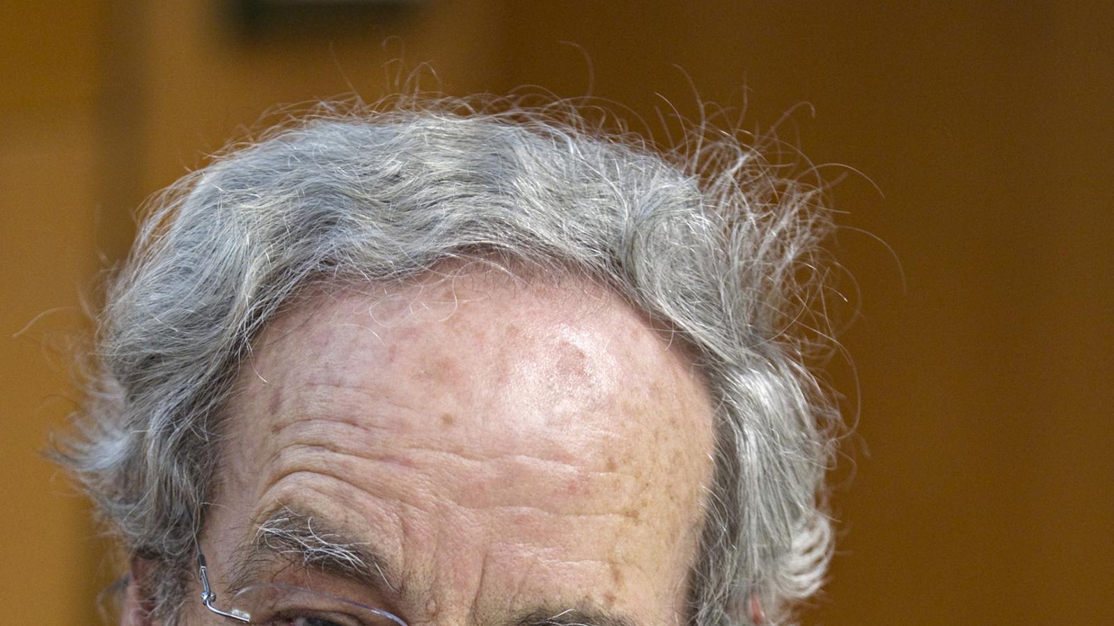 Curiositat de sociòleg Salvador Giner és sociòleg  i  president de l'Institut d'Estudis Catalans.