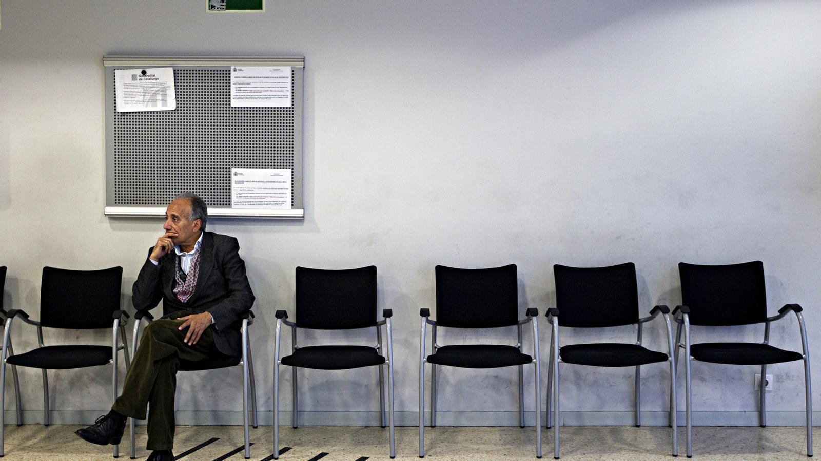 L 39 atur baixa en persones al maig i encadena la for Oficinas soc barcelona