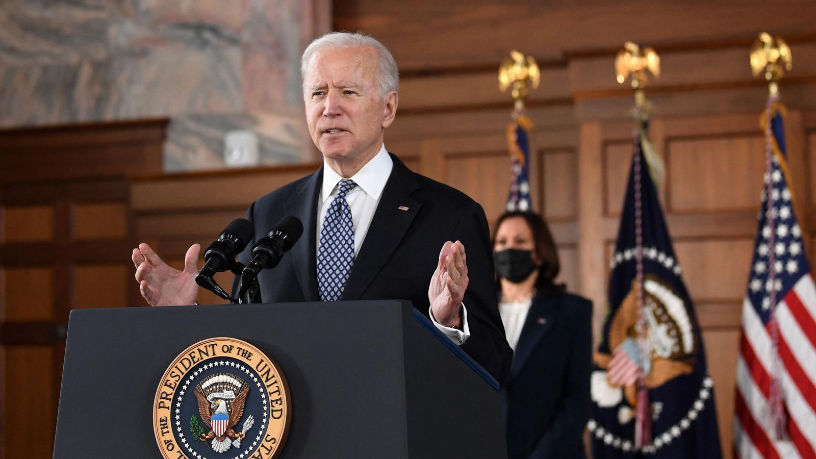 Biden demana una llei contra els crims d'odi de la pandèmia