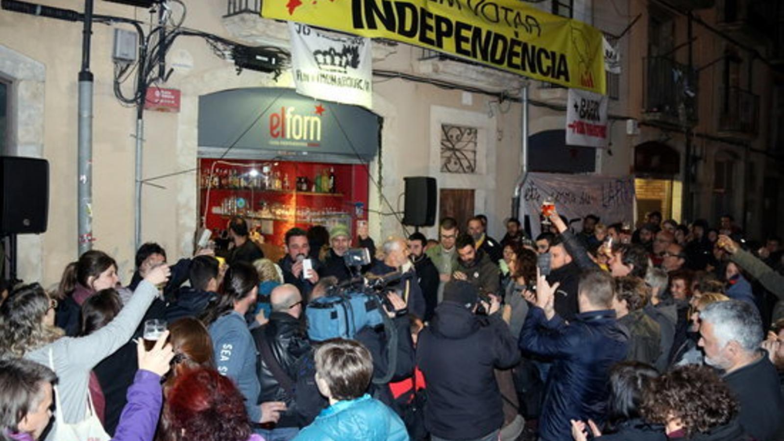 Els manifestants que han celebrat la sentència del TEDH a Girona