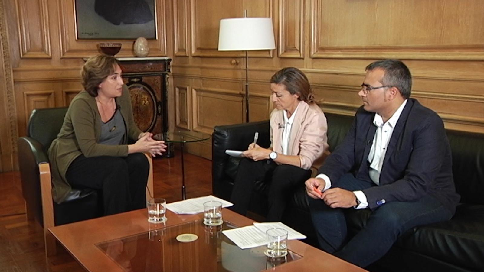 Entrevista d'Esther Vera i Albert Solé a Ada Colau
