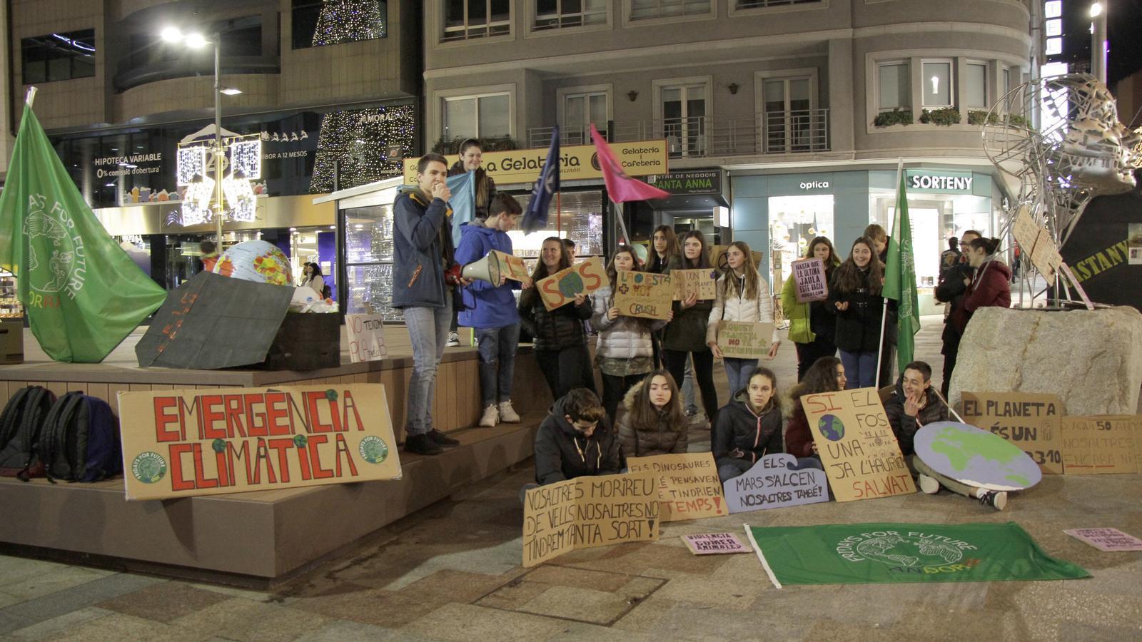 El grup de 'Friday for Future' a la seva reclamació. / C. A.