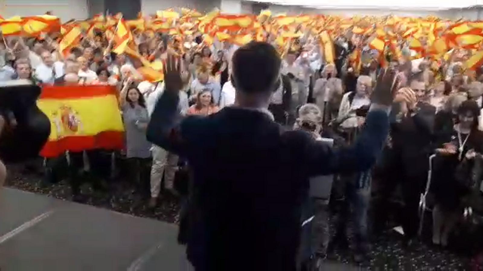 Presentació de Santiago Abascal amb crits de president, president