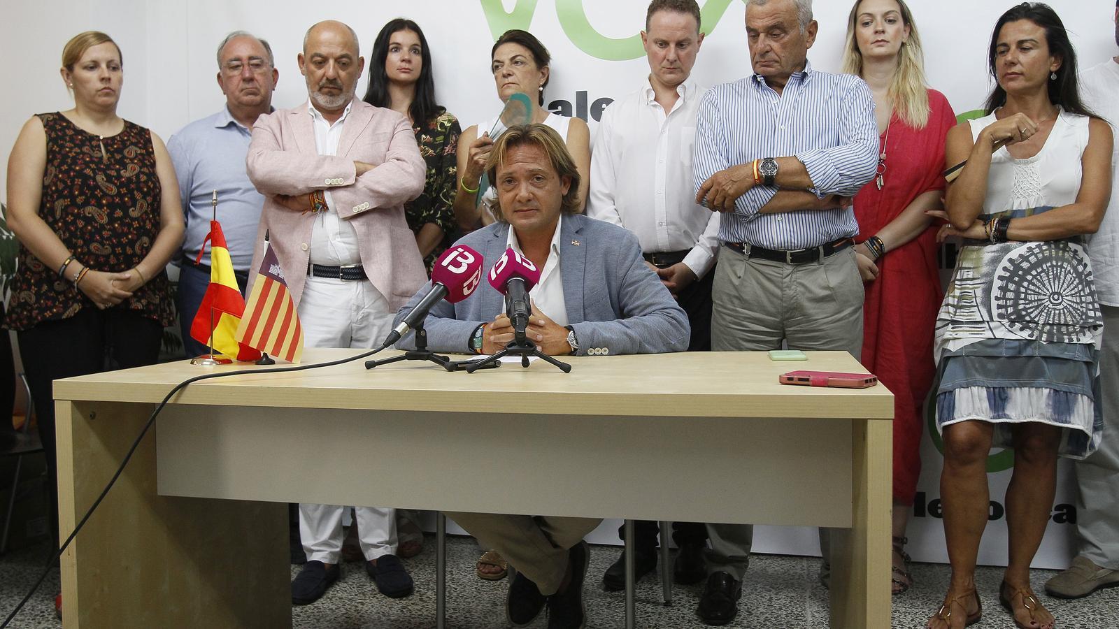 Jorge Campos i altres dirigents de Vox durant la roda de premsa d'aquest dimarts a la seu de Vox Balears