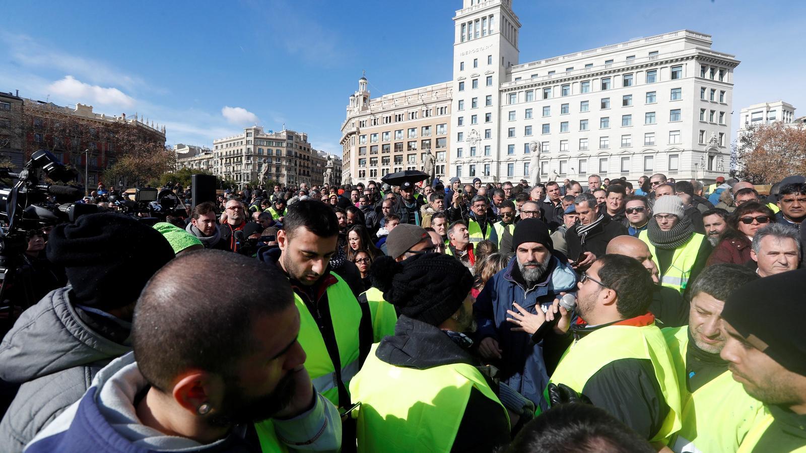 Els taxistes traslladen a la tarda la votació per decidir si aixequen la vaga