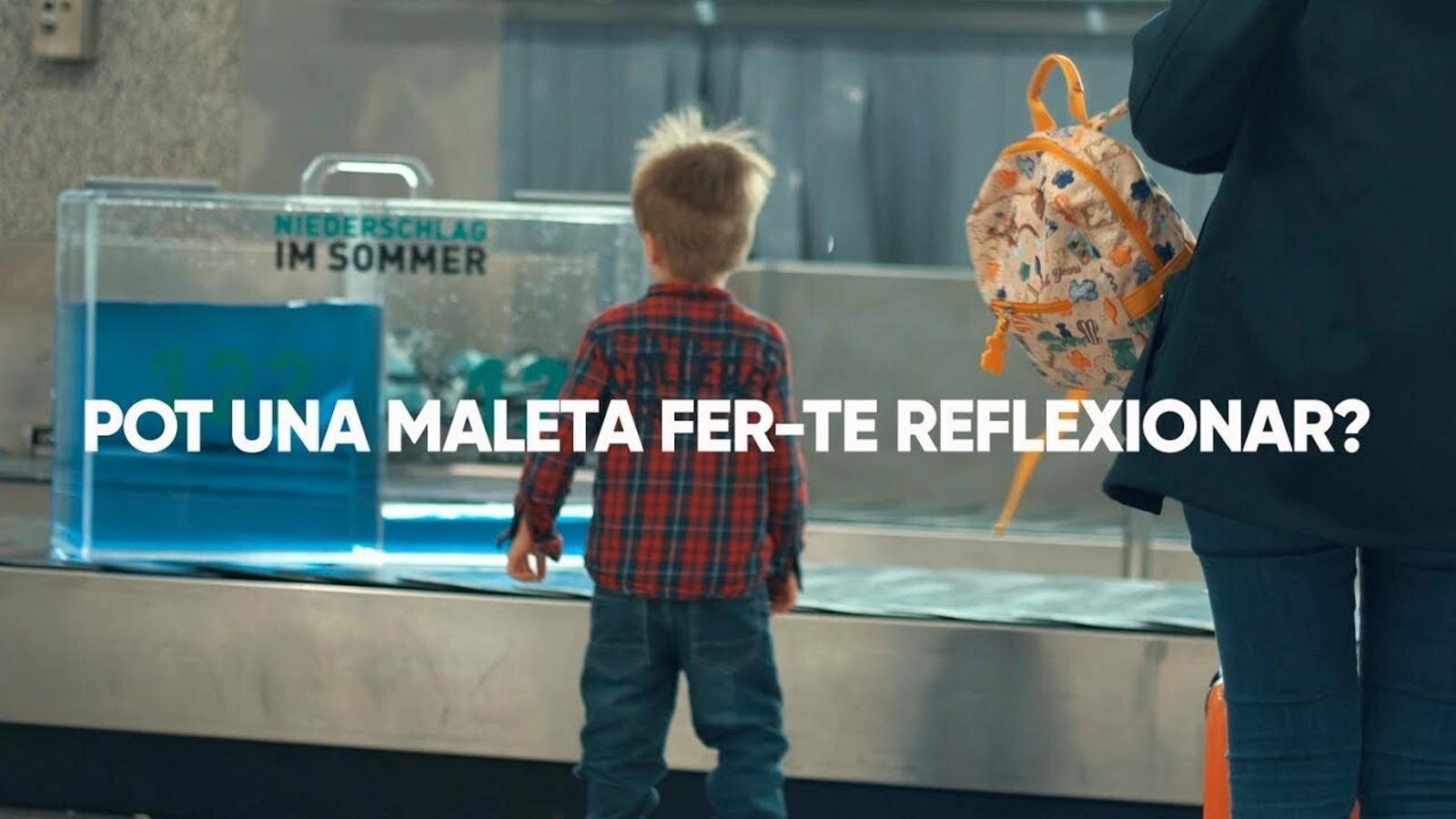 El Govern presenta una campanya a l'aeroport de Palma per conscienciar sobre el consum d'aigua entre els turistes