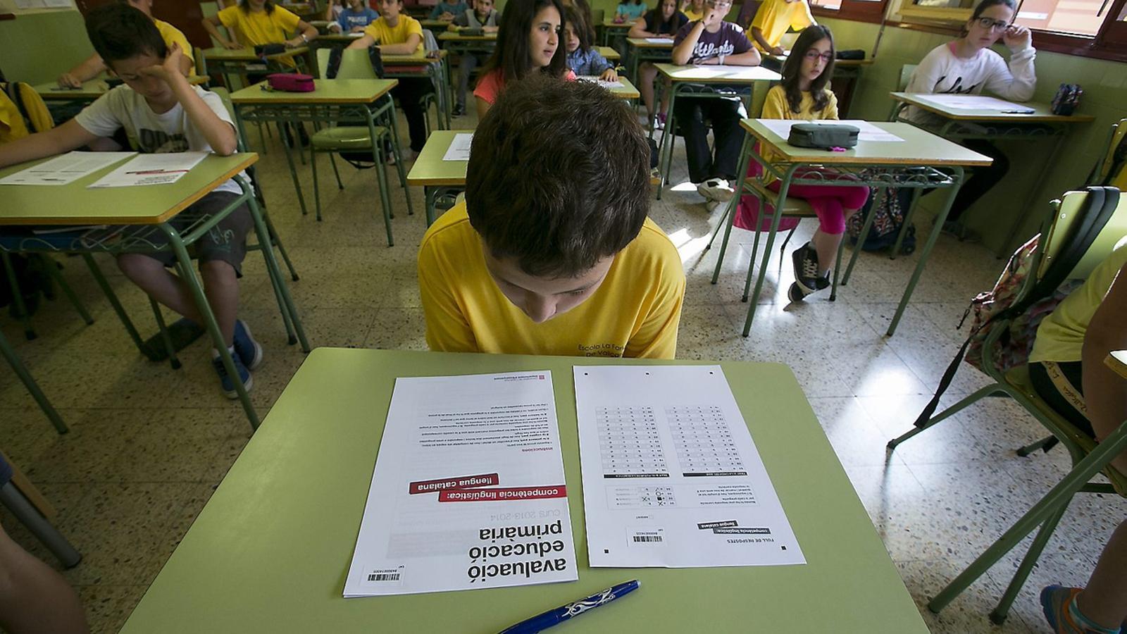 """Deures setmanals, per projectes i """"sense pressió"""". les directrius als mestres durant el confinament"""