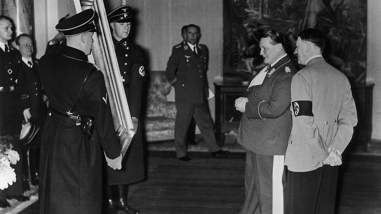 El 13 de gener del 1938 Adolf Hitler va regalar a Hermann Goering un quadre en motiu del seu 45è aniversari.