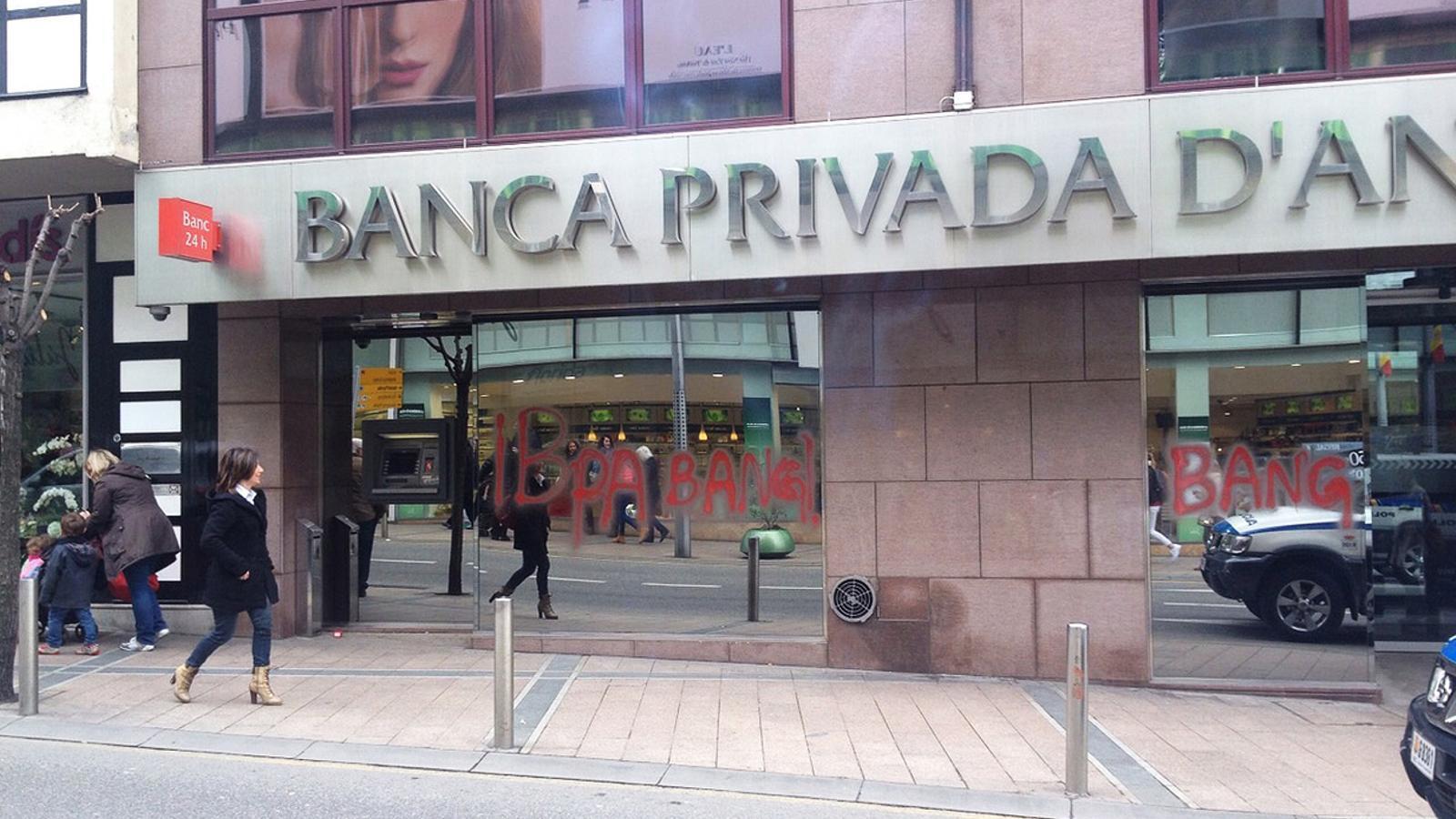 El govern andorr aprova mesures per limitar les for A banca oficinas