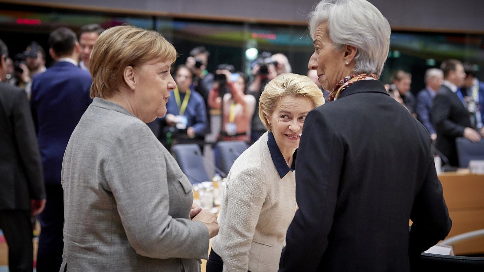 La presidenta del BCE, Christine Lagarde, amb la cancellera alemanya , Angela Merkel