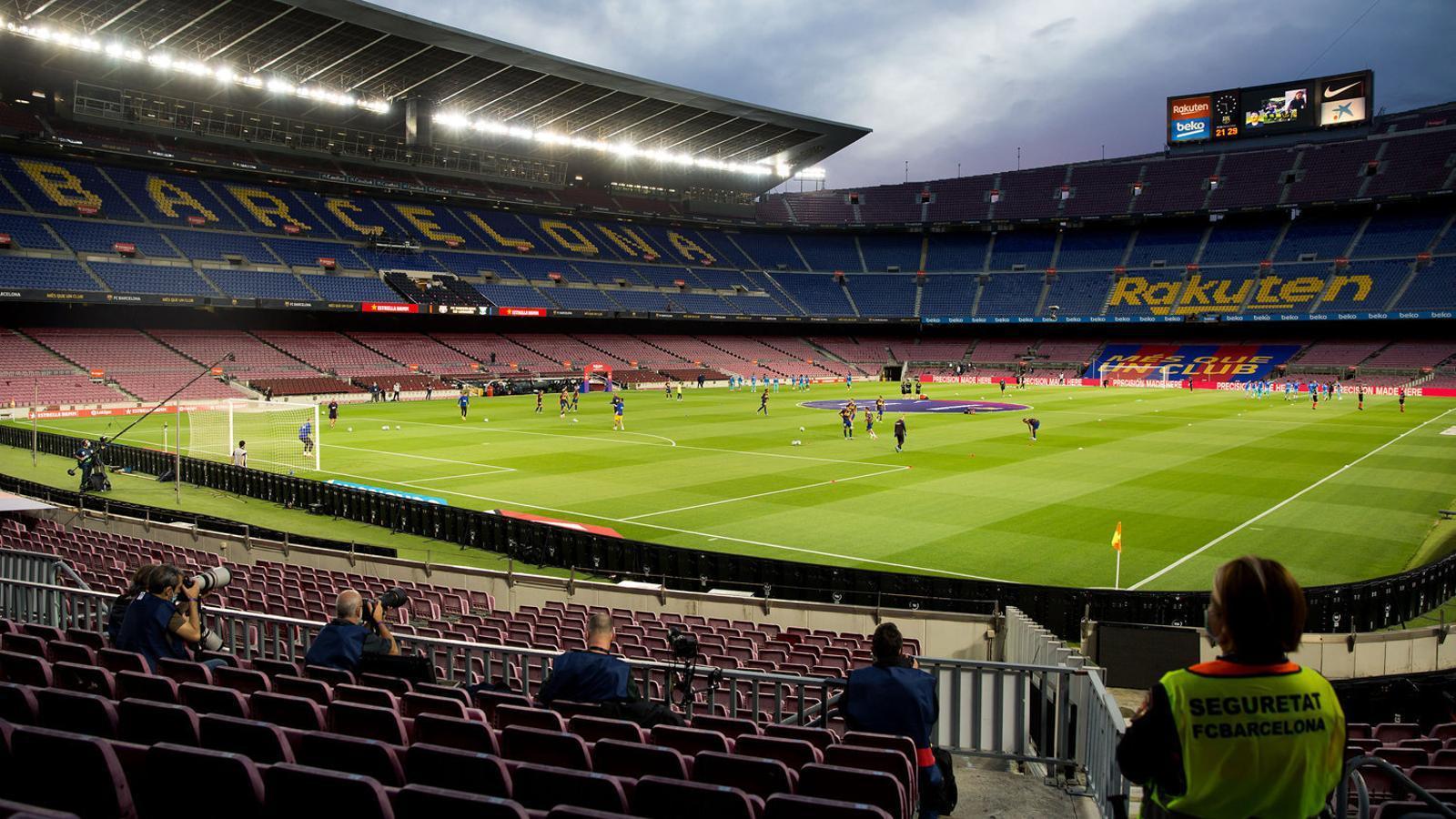 El Camp Nou en un partit de Lliga sense espectadors.