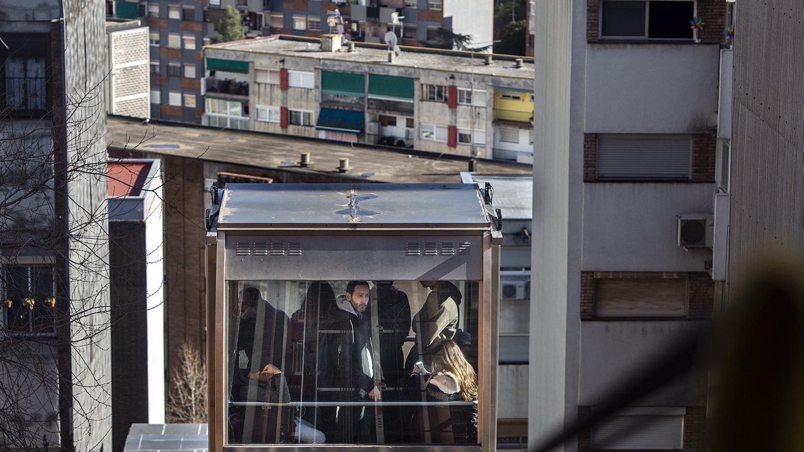 Ciutat Meridiana: on Els treballadors se'n van i la crisi es queda